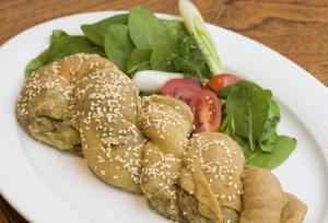 Στριφτή χορτόπιτα με ανθότυρο από το Αθηναϊκόν